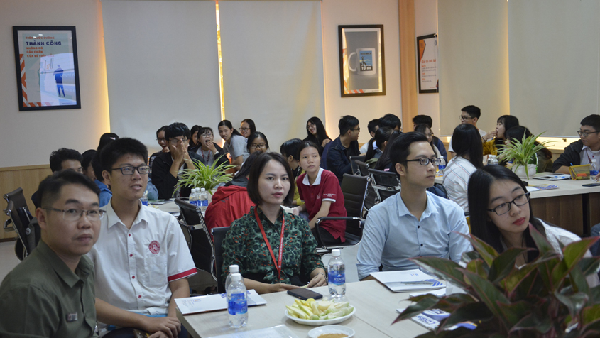 U&I Logistics welcome students of University to visit - Công ty cổ phần Logistics UI